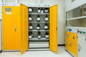 شرایط نگهداری مواد شیمیایی در آزمایشگاه: